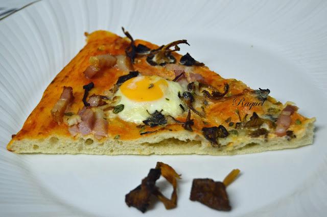 Pizza Con Camagrocs Y Huevos De Codorniz