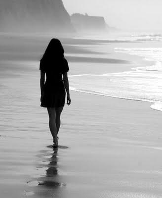 Αποτέλεσμα εικόνας για γυναίκα θάλασσα νυχτα εικονες
