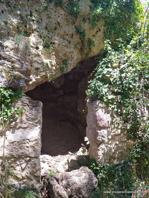 día de senderismo Hoces del Duratón cuevas