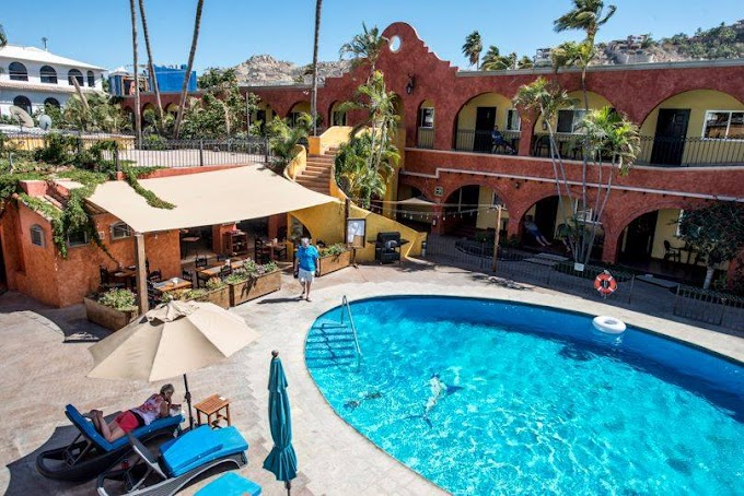 Closure of one of the pioneer hotels in Cabo San Lucas