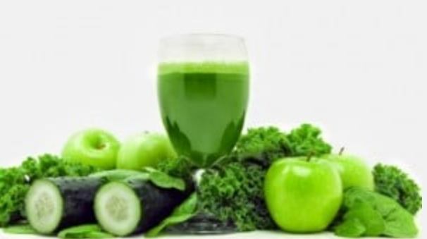 Super green juice to cleanse the body of toxins