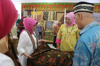 Rombongan OASE Kabinet Kerja Kunjungi UBL dan Dekranasda Lampung