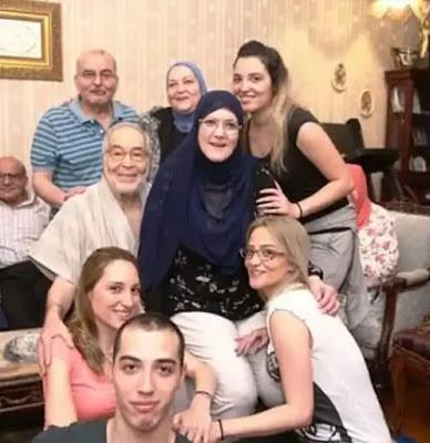 شمس البارودي وزوجها النجم حسن يوسف وأفراد من العائلة