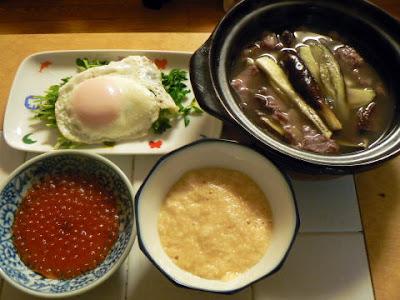 夕食の献立 献立レシピ 飽きない献立 ナスと鯨の鍋 味噌山芋 豆苗目玉焼き いくら