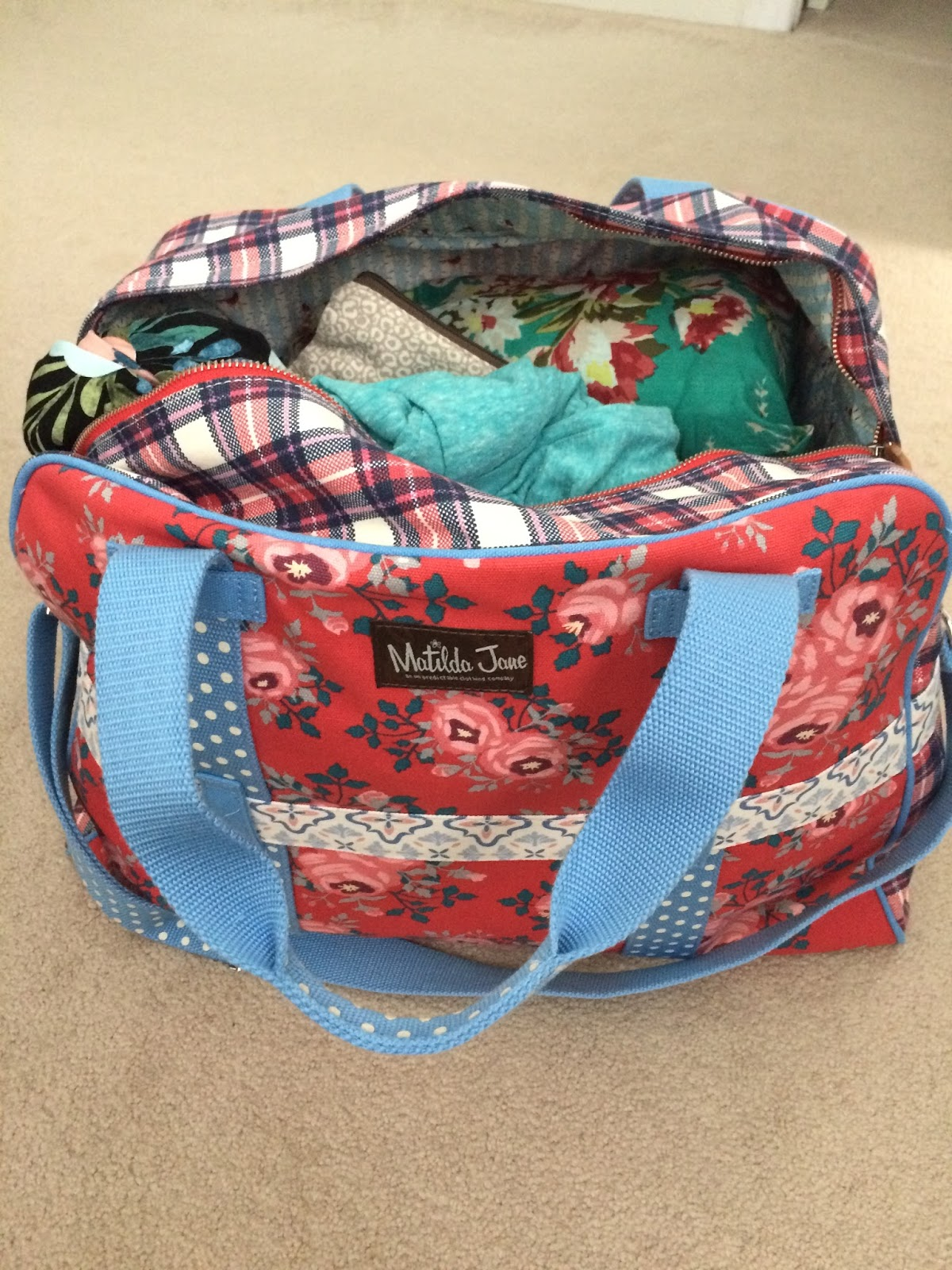 68ac3efdab4f0 That it is every pregnant blogger's rite of passage to share the contents  of her hospital bag, even though there is certainly no shortage of hospital  bag ...