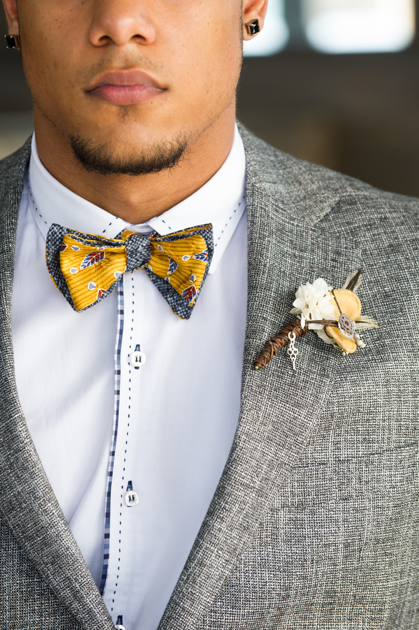 steampunk+yellow+gear+gears+grey+gray+white+rustic+woodland+modern+hipster+unique+centerpiece+cake+wedding+bride+bridal+gown+dress+boutonniere+brian+macstay+photography+19 - Modern Industrial