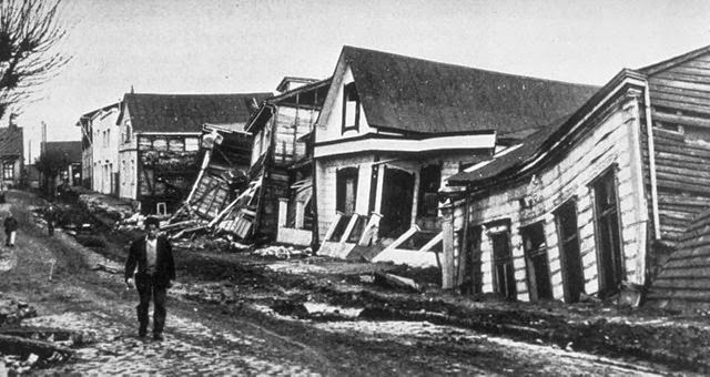 A Valdivia street after the earthquake