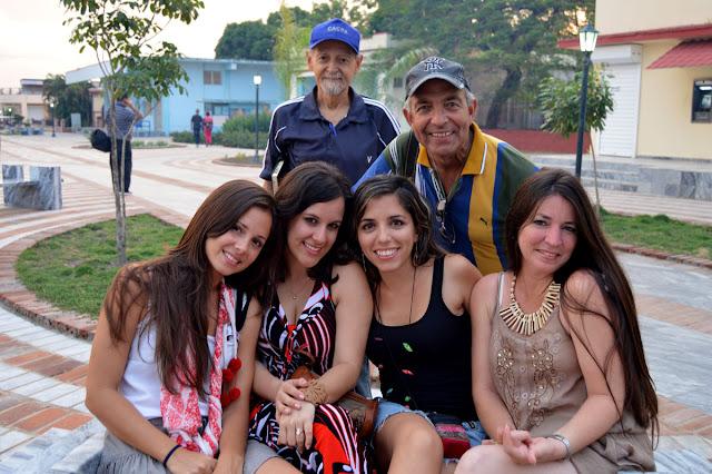 Pepe Robleda se cuela con las chicas