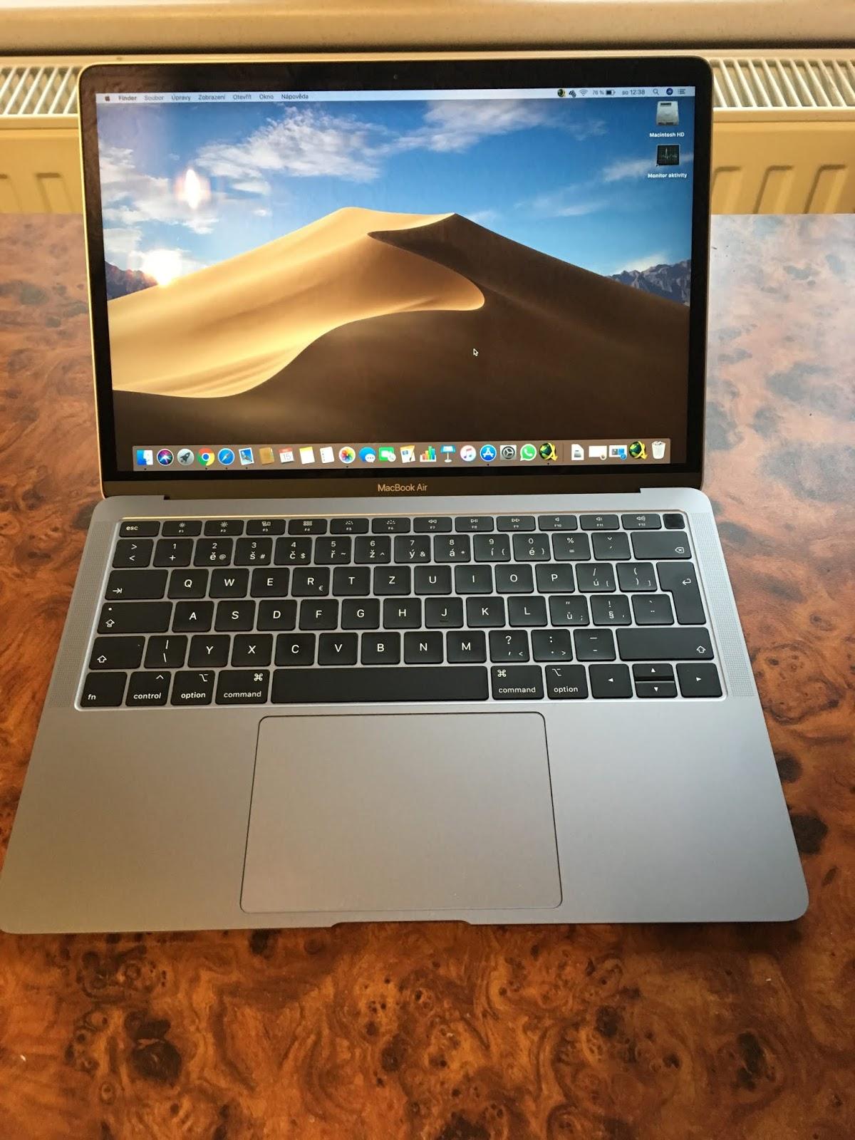 mohu připojit můj monitory k mému macbooku pro čas online datování