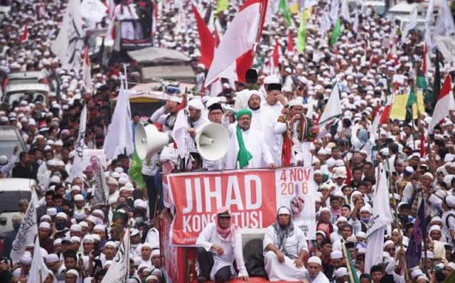 Jika Ingin Menang, Jokowi Disarankan Sowan ke Tokoh Islam Garis Keras