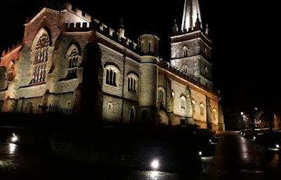 visita-nocturna-londonderry-irlanda-norte-enlacima