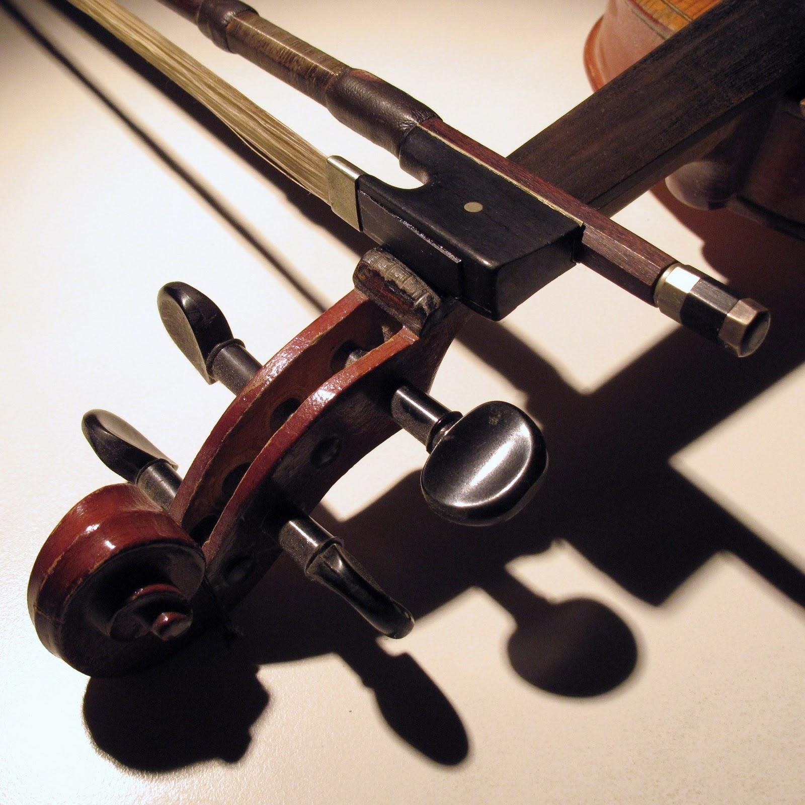 Amazing Violin Wallpaper