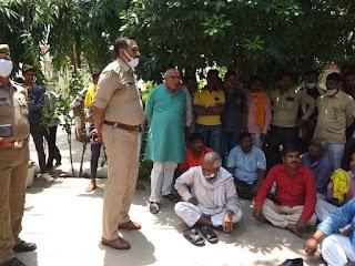 #JaunpurLive :  आक्रोशित भाजपा जनों ने कोतवाली में दिया धरना
