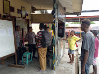 Brimob Kompi 3 Batalyon E, Bantu Kepala Kampung Agham Lapor Ke Polres Mappi