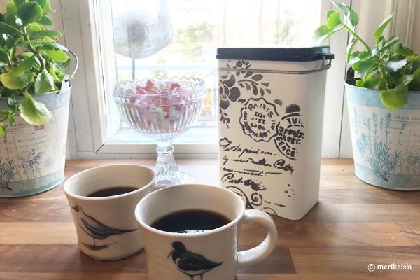 Valkoinen kahvipurkki, Kustavin savipajan kahvimukit