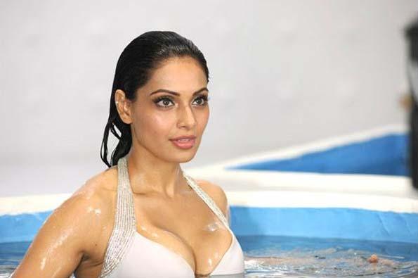 Bipasha Basu Bipasha Basu Bikini Pictures-1093