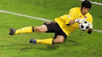 10 Kiper Terbaik Dunia di Era Sepakbola Modern