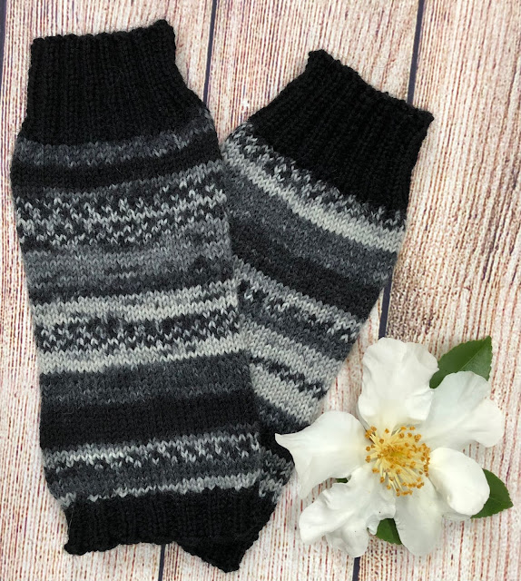 Ankle warmers knitted with DROPS Fabel Salt and Pepper and Blacl