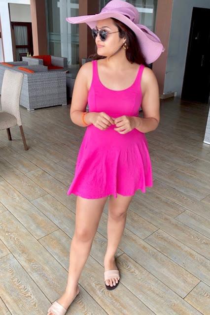 Model Shonal Rawat Latest Hot Thigh Pics Navel Queens
