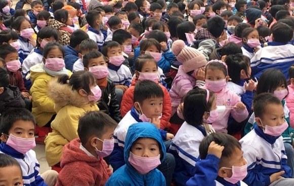 2 giáo viên, 34 học sinh biểu hiện sốt khi tiếp xúc với bố mẹ về từ Trung Quốc