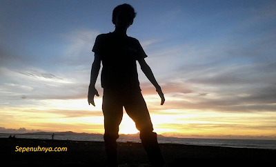 Puisi: Sebelum Matahari Tenggelam