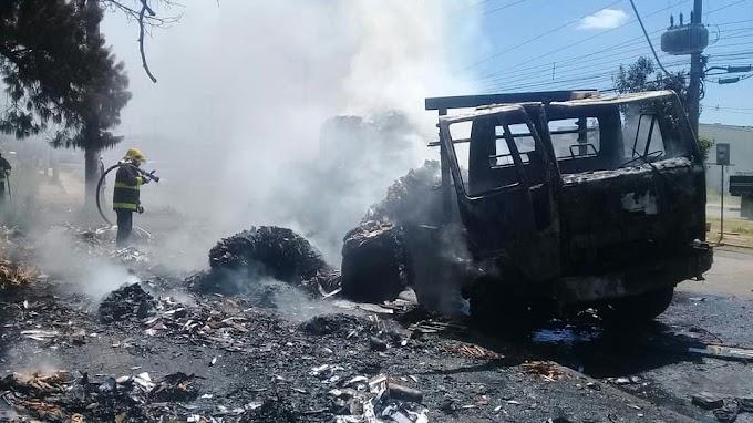 Caminhão pega fogo na Av. Frederico Augusto Ritter em Cachoeirinha