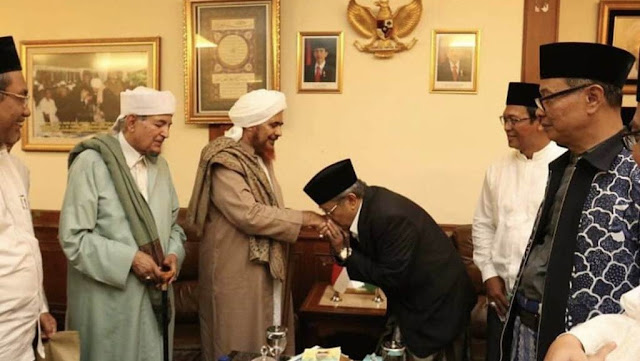 Said Aqil Siroj Ciumtangan Habib Umar