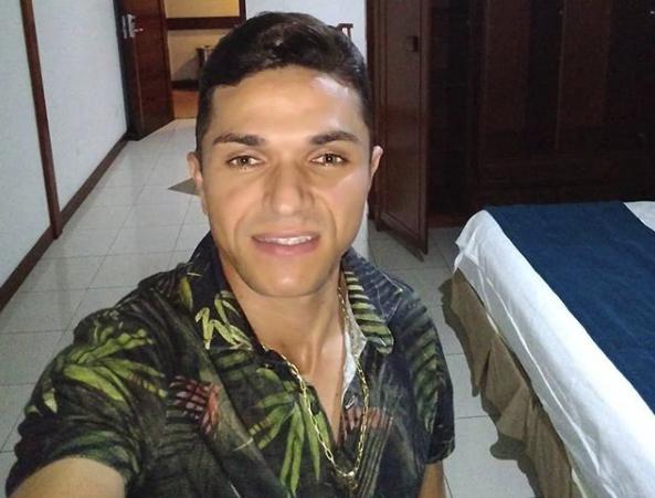 Morre pai do cantor Fernando Pisadinha e show é cancelado em Augustinópolis .