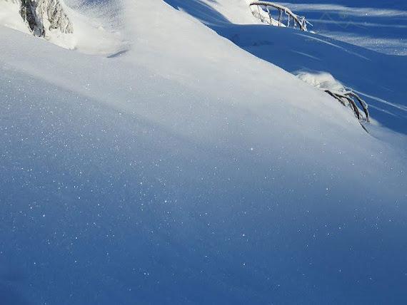 Śnieżek skrzy i iskrzy.