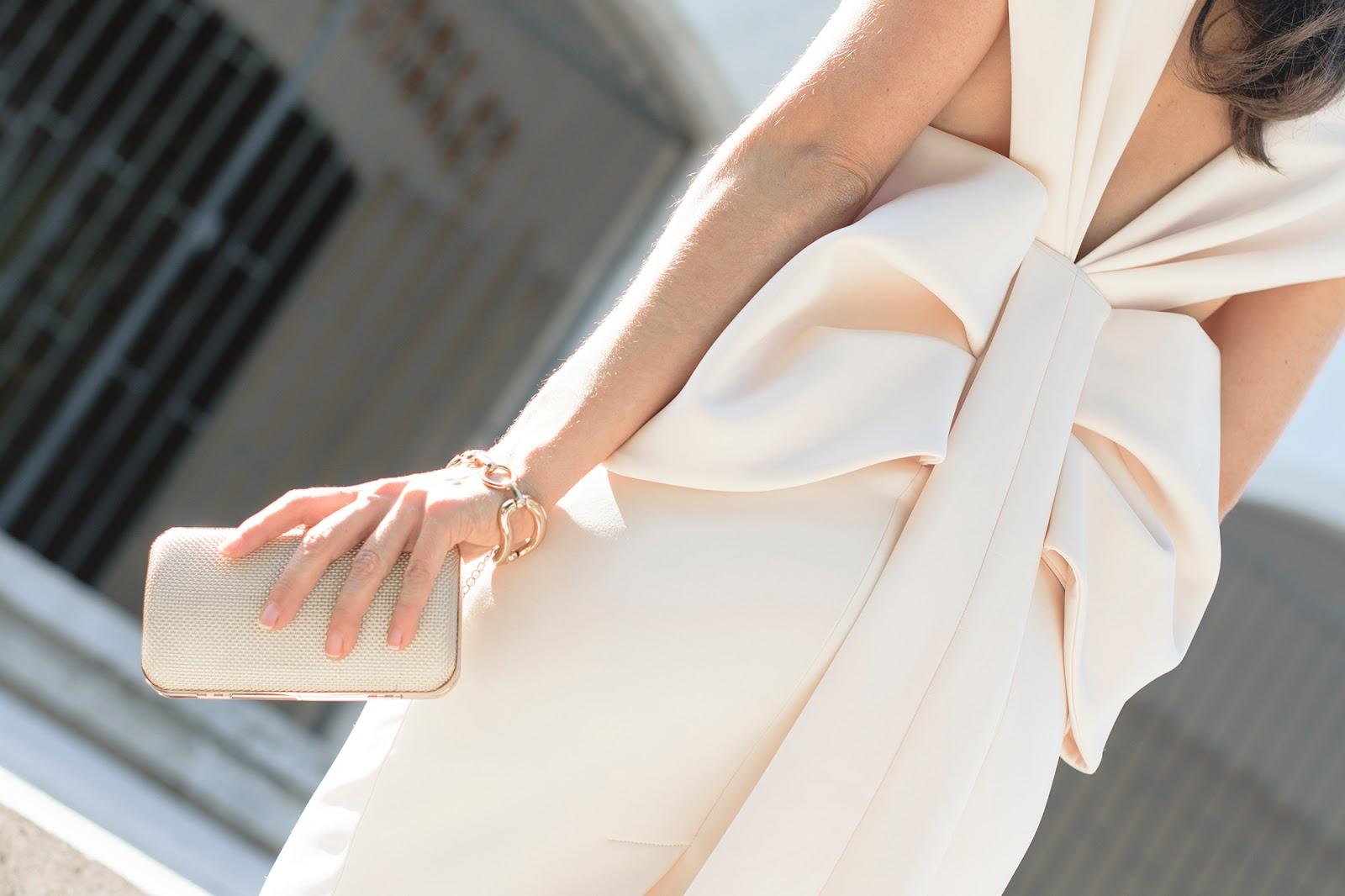 Look de Ponteunostacones con vestido blanco de Asos