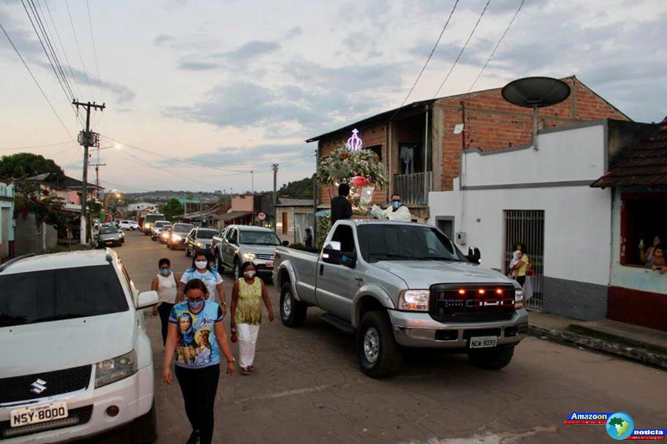 Padroeira dos obidenses Senhora percorre as ruas do centro em última procissão Motorizada.