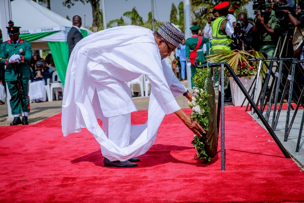 Buhari lays wreath at the Remembrance Day cerebration