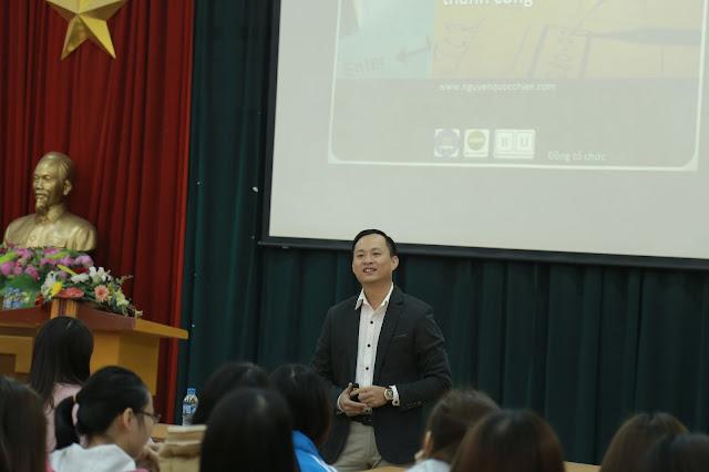 """[NK] Diễn giả Nguyễn Quốc Chiến trong workshop """"Kỹ năng viết CV & phỏng vấn thành công"""""""