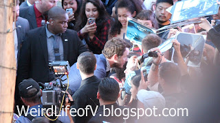 Chris Pratt taking photos with fans - Jurassic World Premiere
