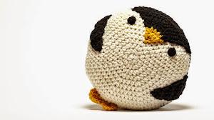 Alfombra y almohadón de pingüino: idea para el cuarto del niño