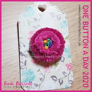 Day 336 : Snug - One Button a Day 2020 by Gina Barrett