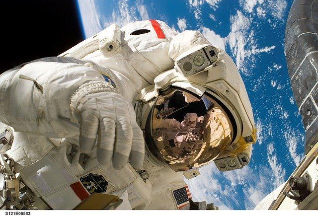 13 FACTS ABOUT LIFE IN SPACE