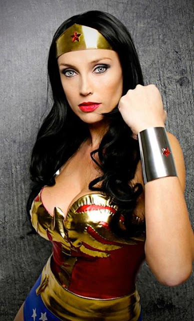 Giorgia Cosplay en un posado. Wonder Woman.