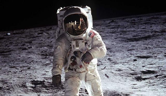 Documaster: El día que caminamos sobre la Luna