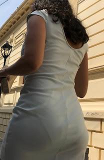 Bonita mujer calzon marcado vestido entallado
