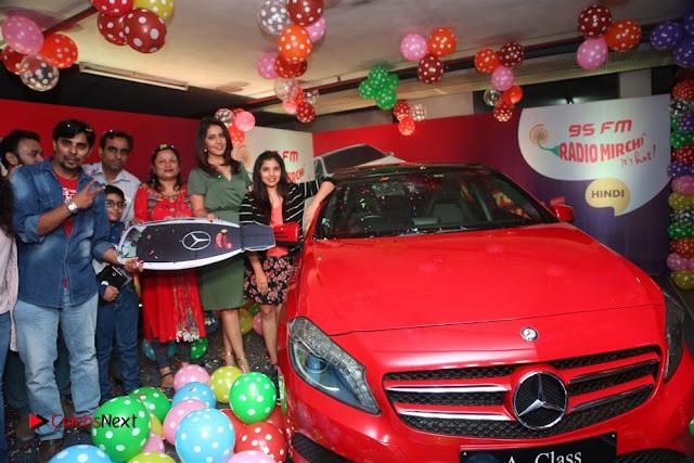 Raashi Khanna at Mirchi 95 Suno Mercedes Jeeto Contest Stills  0042
