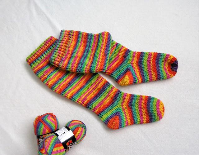 -heegeldatud -põlvikud -sokid -käsitöö -vikerkaar -handmade -kneesocks -socks -slippers -crochet -rainbow
