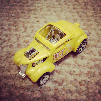 Hotrod yellow car