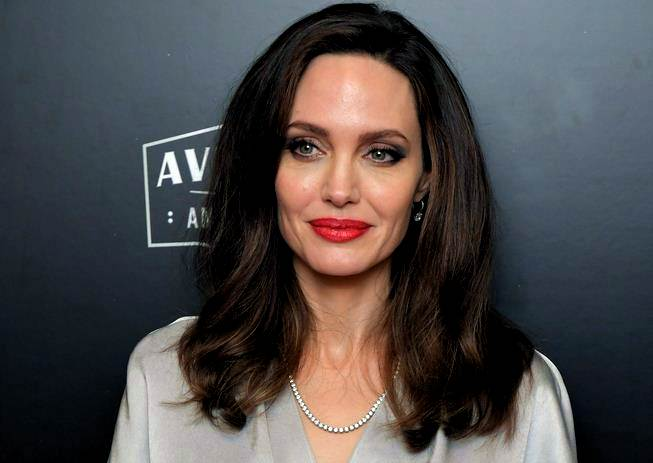 Lips clearly become the 'features' best owned Jolie. Fox News mentioned  that Jolie's lips are 100 percent natural without surgery and any other  additions.