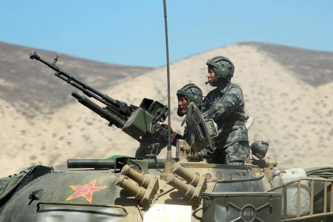 Китайские ... танкистки!