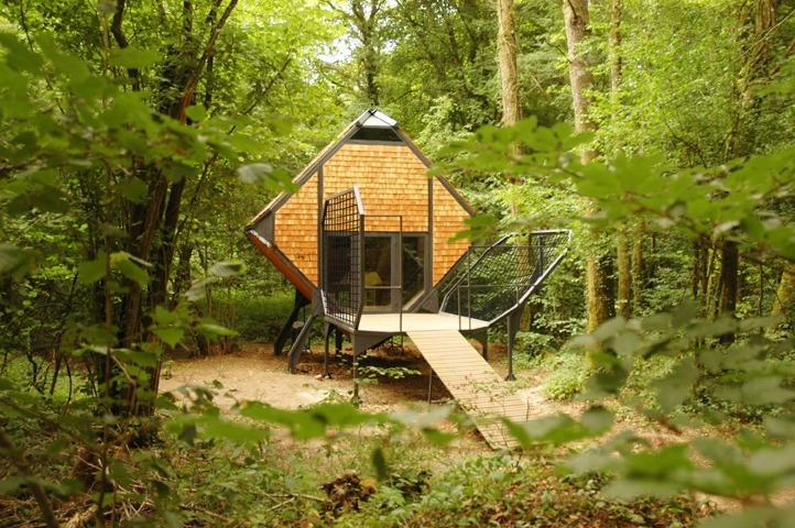 14-Matali-Crasset-Sustainable-and-Low-Impact-Architecture-in-the-Forest-www-designstack-co