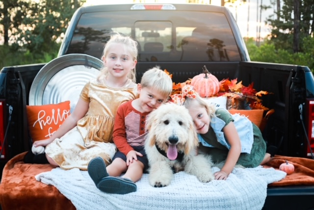 family-fall-photos-styling-tips-truck-children-athomewithjemma