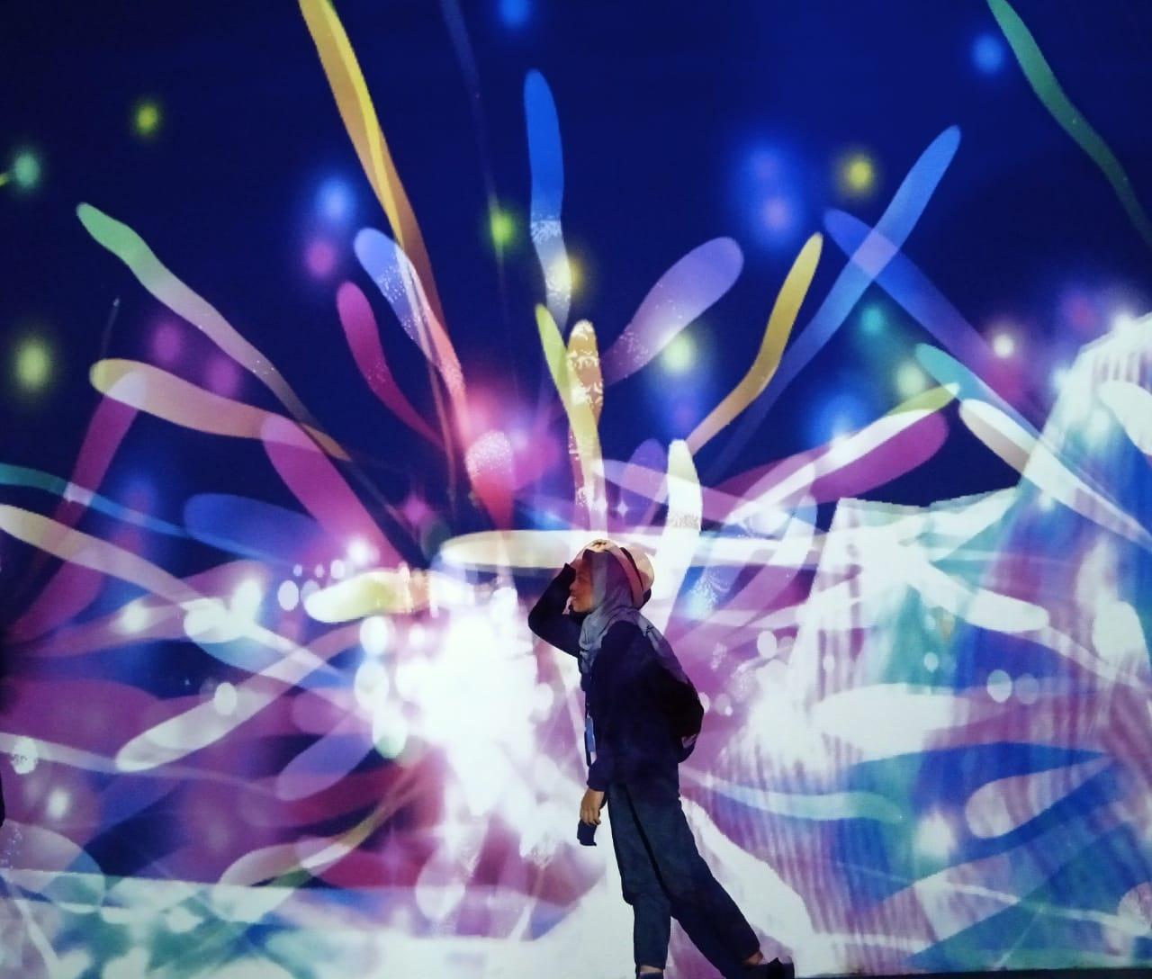 Wahana Lighting Terbesar di ASEAN, Milenial Glow Garden ...