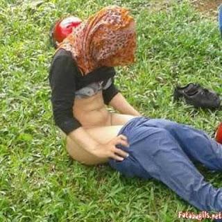 ABG Jilbab Ngentot ditaman, koleksi Bokep Indo Terbaru