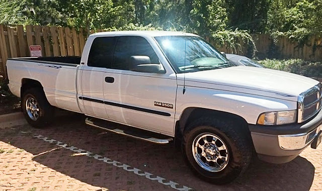 white-dodge-ram-2500-with-black-pinstripe